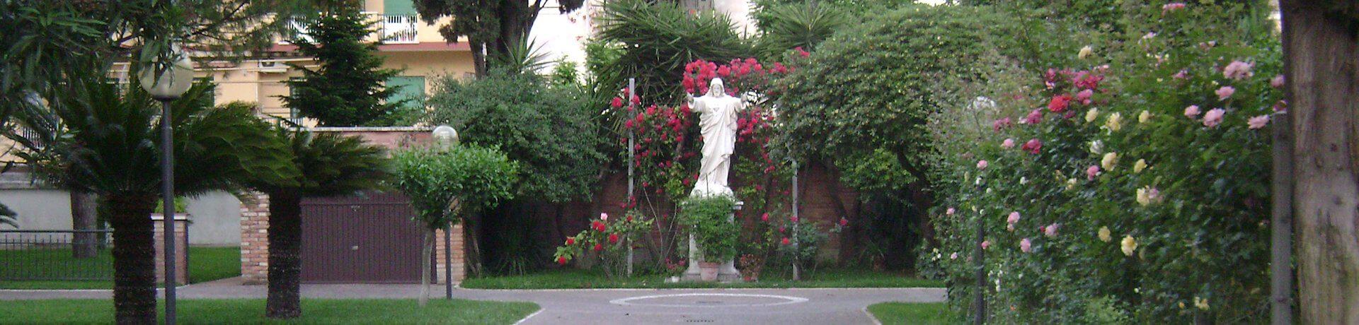 Istituto Sacro Cuore Roma Scuola Sacro Cuore - Giardino con statua di Gesù Cristo
