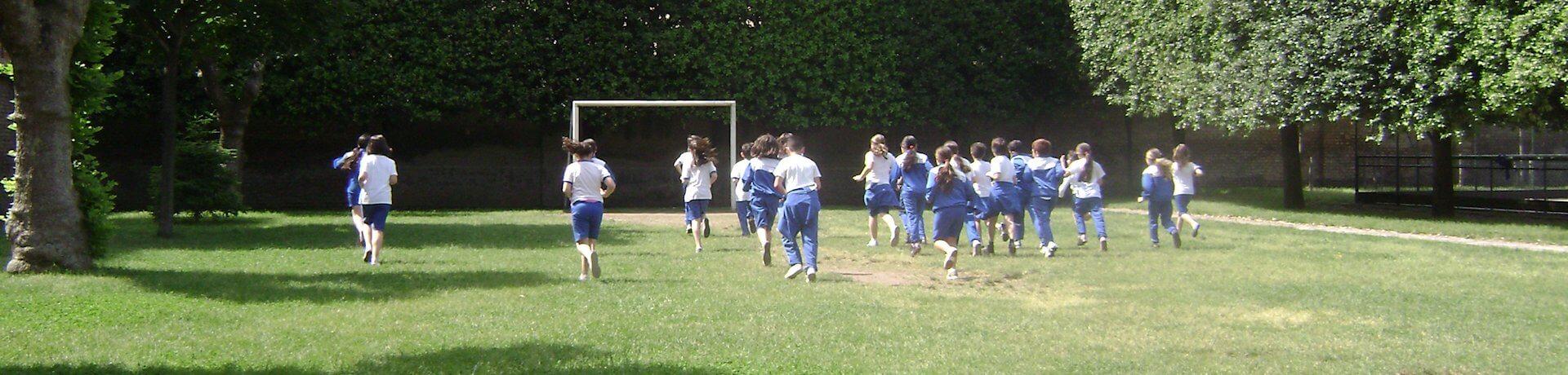 Istituto Sacro Cuore Roma Scuola Sacro Cuore - Bambini che corrono in giardino